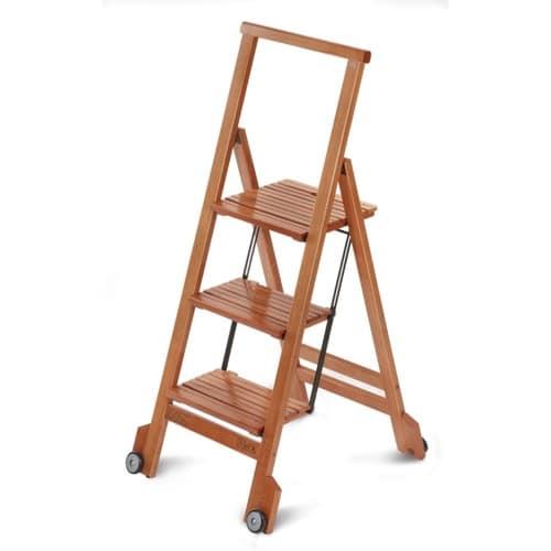 Drevený prenosný rebrík