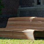 Moderná záhradná lavička