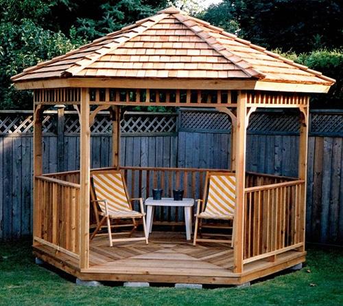Lacný drevený altánok